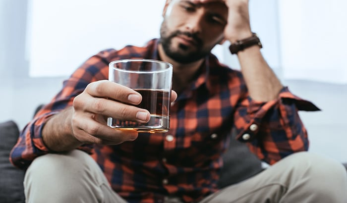Alcohol Addiction: This is Why You Shouldn't Treat Alcohol Addiction at Home
