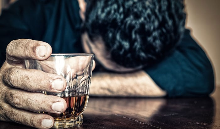 Alcohol-Addiction-Warning-Signs-Your-Loved-One-is-Struggling
